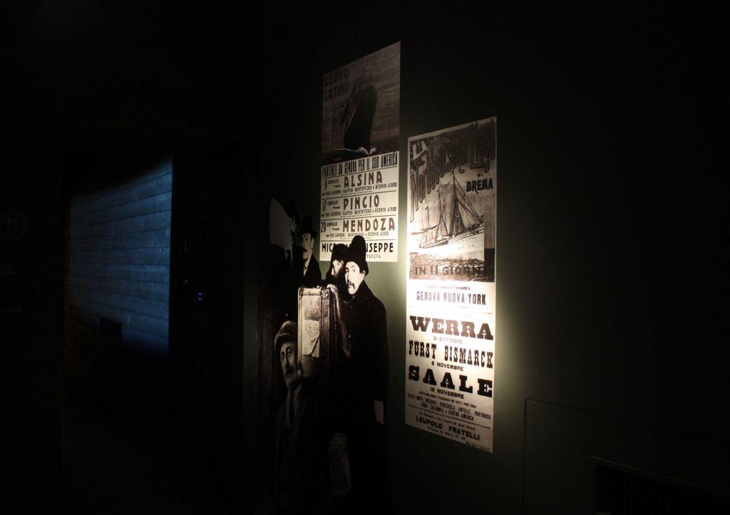 MES - Museo dell'emigrazione  carta da parati - materiali